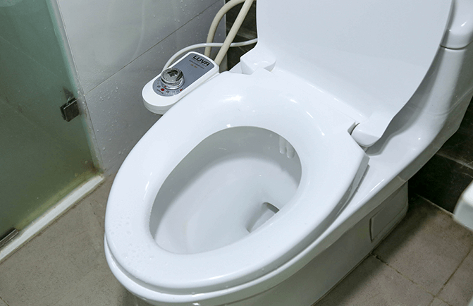 Vòi rửa thông minh được trang bị cho nắp bồn cầu thông minh.