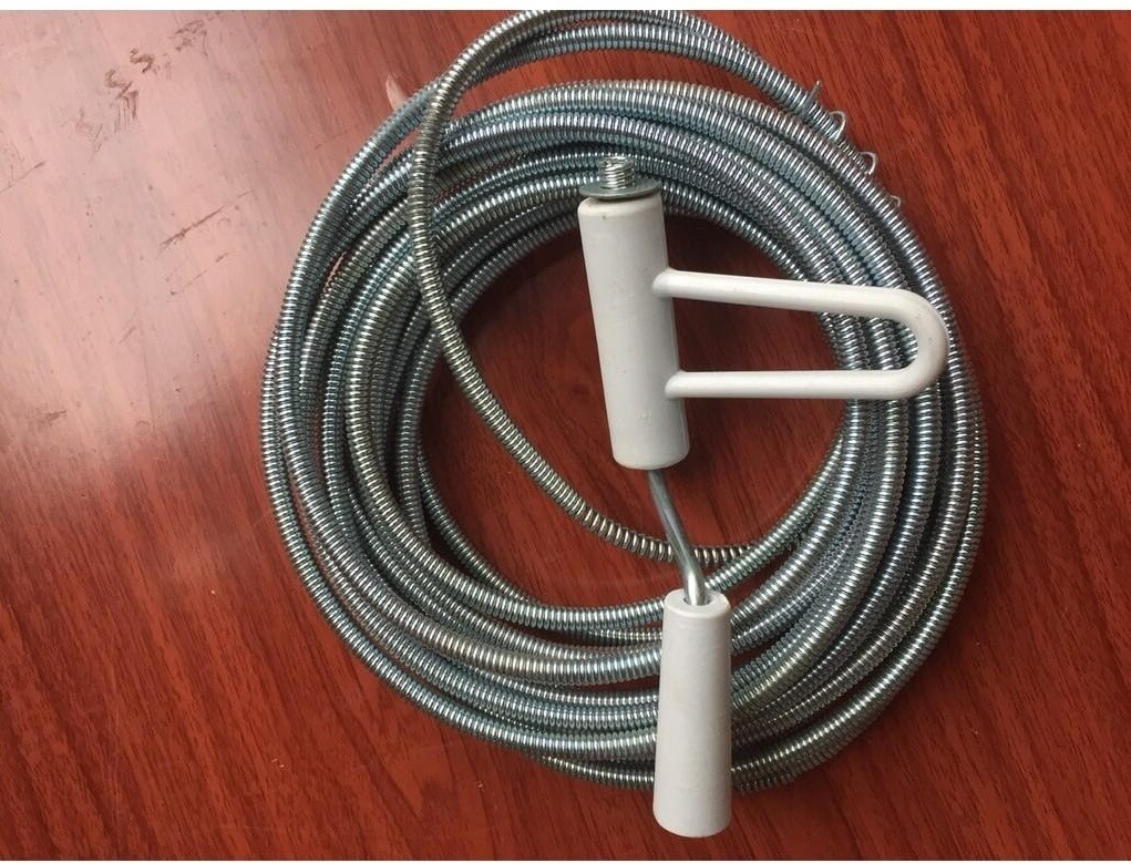Dây lò xo là một trong những dụng cụ thông cống được dùng phồ biến